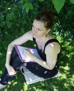 ane fur øhrberg i en have